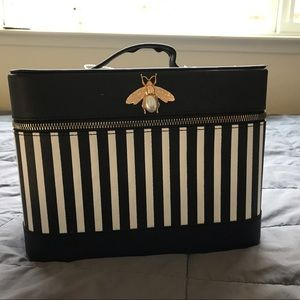 Makeup / cosmetic case with elegant details